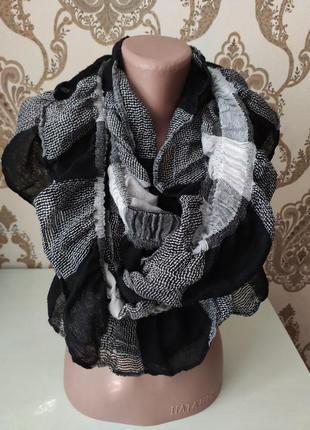 Чёрно-белый тонкий хомут - шарф, палантин