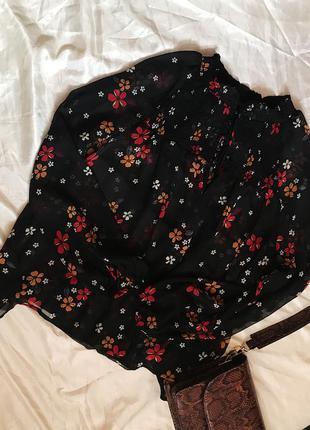 Актуальная шифоновая полупрозрачная блуза в цветочный принт но...