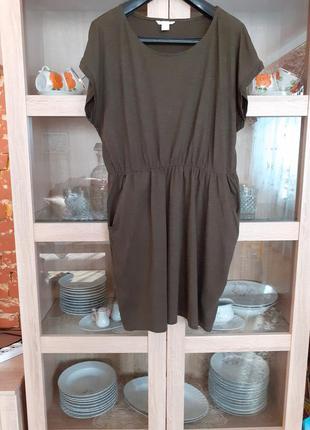 Натуральное болотного цвета с карманами платье большого размера
