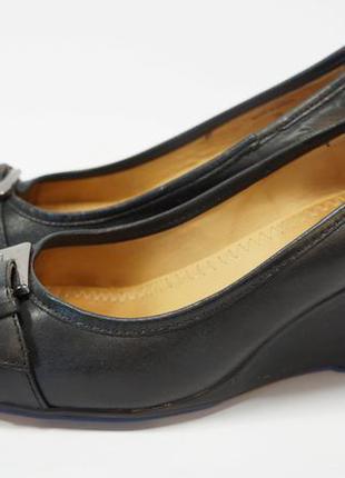 Фирменные, кожаные, удобные туфли.