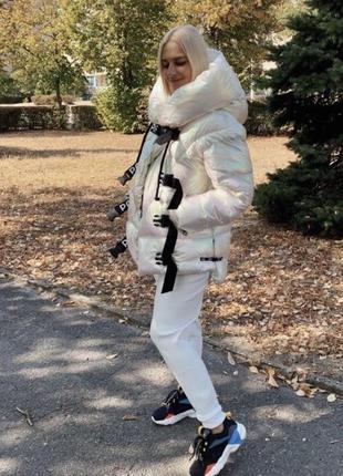 Стильная куртка пуховик из голографической ткани