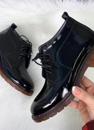 Черные туфли оксфорды из натуральной лаковой кожи