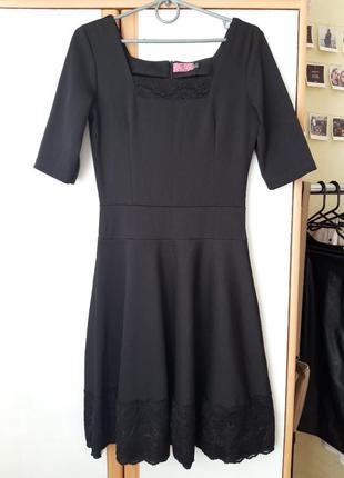 Черной платье с кружевом