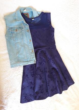 Стильное платья с цветами