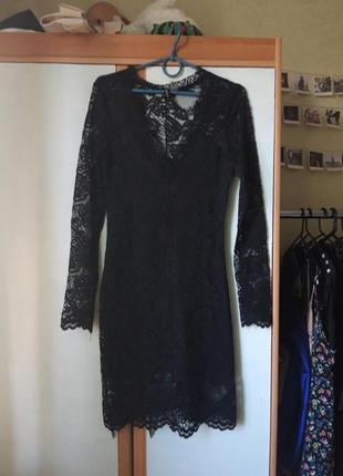 Черное кружевное платье вечернее