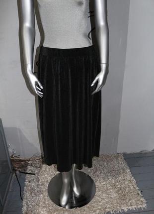 Черная миди плиссированная юбка