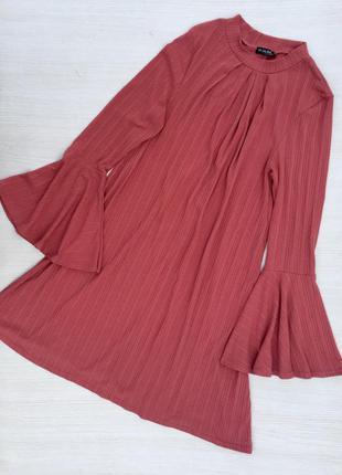 Стильное миди платье с широким рукавом