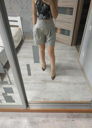 Актуальные шорты с защипами высокая посадка лен вискоза
