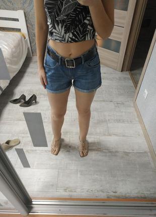 Стильные джинсовые шорты бойфренд