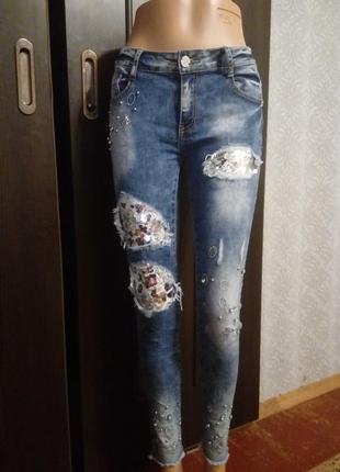 Крутые джинсы варенки с паетками и камнями цена до 1.10