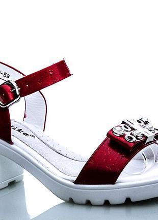 Очень красивые нарядные босоножки на каблуке для девочки бренд...