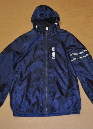 Стильная мужская куртка ветровка