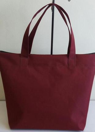 Небольшая сумка бордового цвета