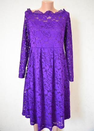 Красивое кружевное платье с открытыми плечами