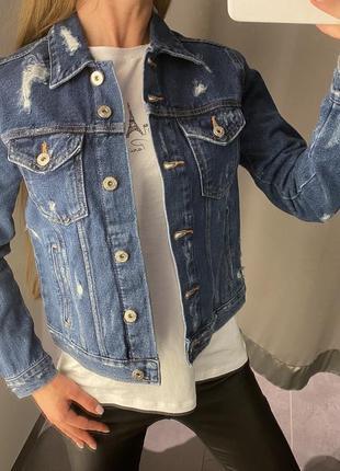 Стильная рваная джинсовая куртка amisu есть размеры