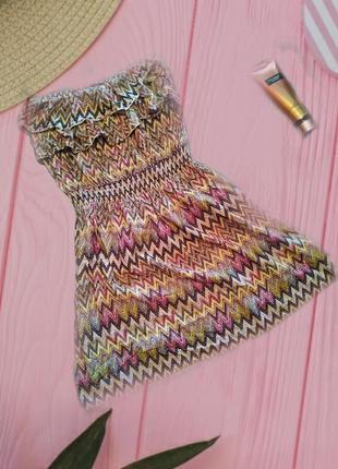 Легкое платье в ромбик , зигзаг с оборочкой