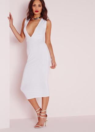Стильное белое платье миди в рубчик с v вырезом missguided