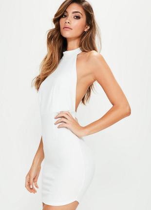 Белое платье с чокером и открытой спинкой missguided ms287