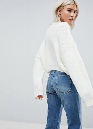 Трендовый укороченный оверсайз свитер белый in the style