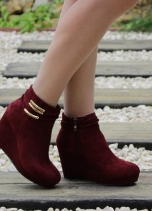 Бордовые ботинки