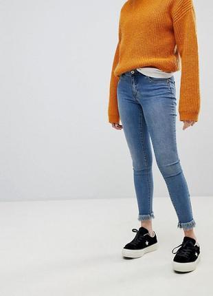 Джинсы скинни с бахромой new look, джинсы с необработанным низ...