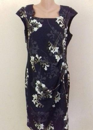 Новое красивое элегантное платье с принтом next
