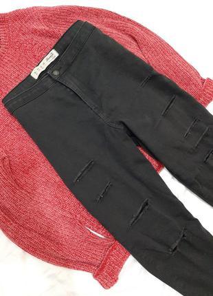 Рваные стрейчевые джинсы мом, с завышенной посадкой, талией