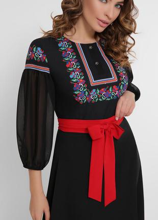 Платье с орнаментом длины миди, черное и белое