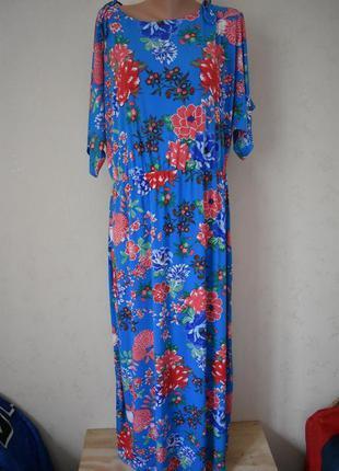 Красивое платье с принтом большого размера