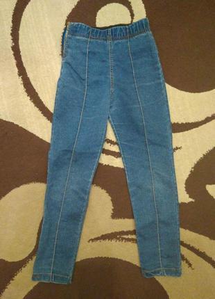 Тонкие синие джинсы на девочку