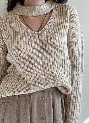 Женский свитер с чокером