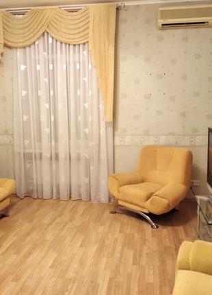 Сдам 2-х комнатную квартиру в самом центре, сталинка