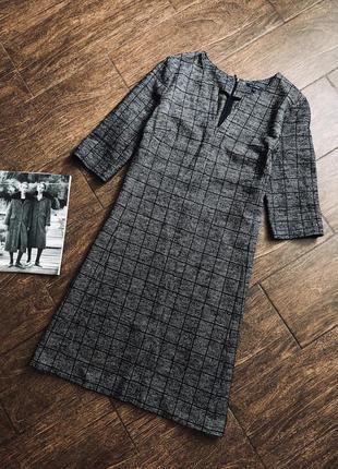 Стильное шерстяное платье известного бренда