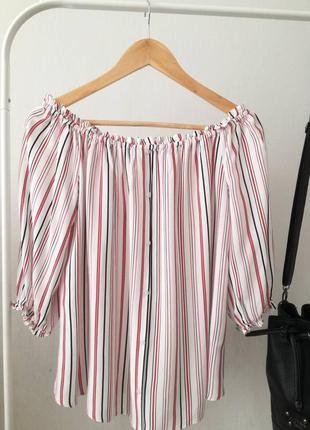 Стильная блузка со спущенными плечами от clockhouse
