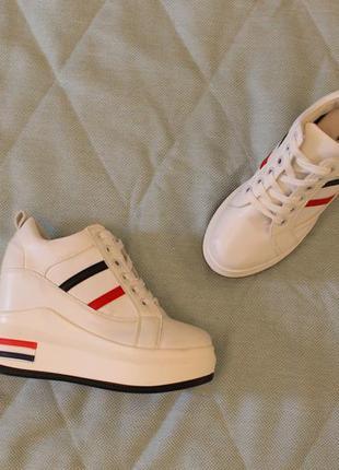 Ботинки, сникерсы, кроссовки 39 размера на танкетке, платформе