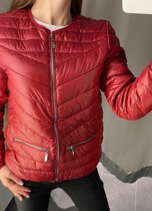 Красная стеганая демисезонная куртка бомбер amisu