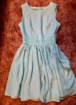 Красивое платье Oodji с кружевом на спине