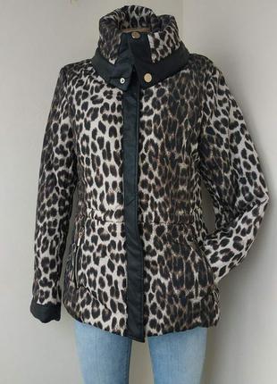 Шикарная куртка с кожаными вставками,актуальный принт