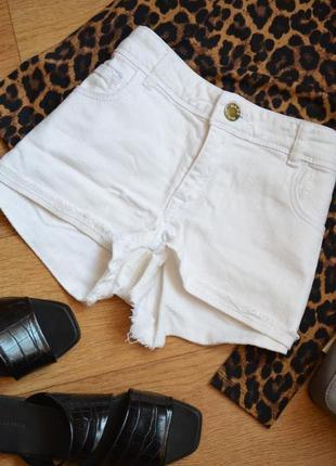 Белые летние джинсовые шорты короткие бойфренд с потертостями ...