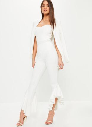 Шикарные белые ассиметричные брюки сигареты с воланами на высо...