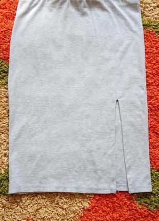Серая трикотажная юбка миди с разрезом,супер цена
