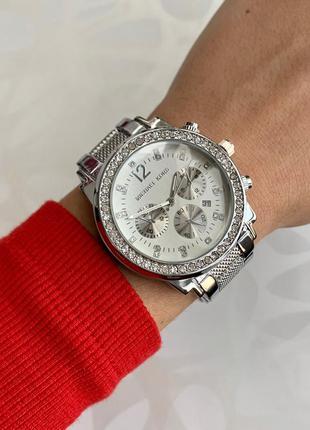 Женские наручные металлические часы серебристые с датой