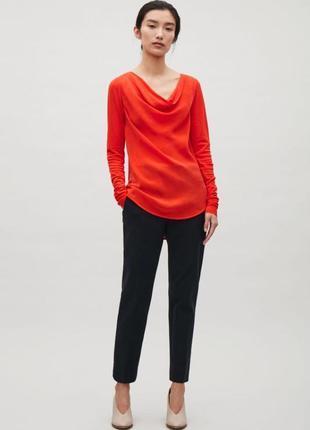 Яркая красная блуза cos