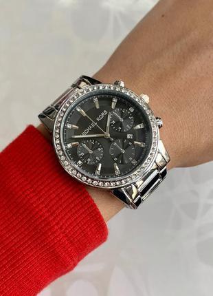Женские часы металлические серебристые с черным с датой