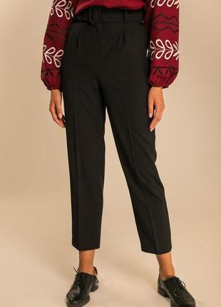 Классические укороченные брюки с высокой посадкой