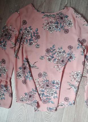 Легкая блуза с расклешенными рукавами