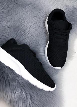 Новиночка черные кроссы