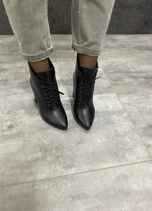 Натуральные кожаные женские демисезонные ботинки на высоком ка...