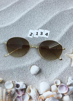 Солнцезащитные очки с коричневыми линзами в золотой оправе к. ...