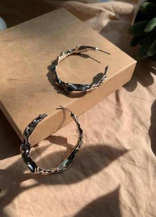 Винтажные фактурные серьги кольца серебряного цвета